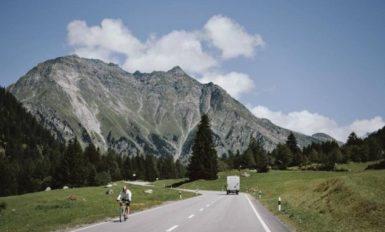 rower trekkingowy w górach