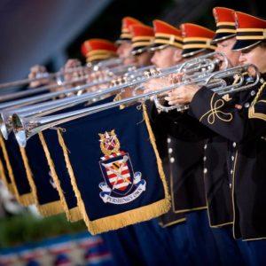 oriestra w uniformach